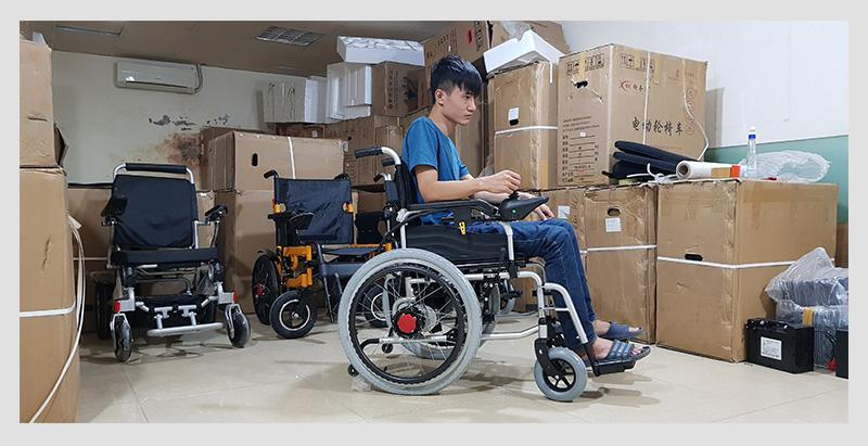 Xe điện 4 bánh TM005 hỗ trợ người già chân yếu di chuyển 2